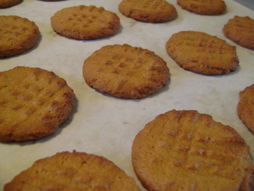 baking cookies 027